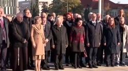 Chuligani zakłócają modlitwę na pl. Piłsudskiego. Internauci: Patoopozycja  - miniaturka