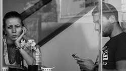 Dość smartfonów podczas spotkań z bliskimi! - miniaturka