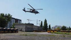 Śląsk. Trwa policyjna obława z użyciem dronów i śmigłowca. Mężczyzna zabił brata i jego rodzinę  - miniaturka