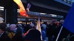 Warszawa. Kolejny nielegalny protest Strajku Kobiet [Wideo - na żywo] - miniaturka