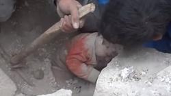 To niesamowite.To niemowlę przeżyło rosyjskie naloty! - miniaturka