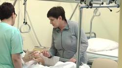 Premier Szydło odwiedza rannego oficera BOR. Zobacz nagranie - miniaturka