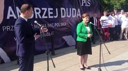 Duda przekazuje autobus Beacie Szydło - miniaturka