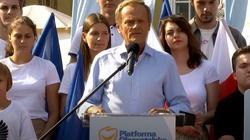 Tusk wybawił Polskę od sankcji? Internauci bezlitośni dla szefa PO - miniaturka