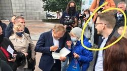 Jak troll z trollem, czyli Tusk i admin Soku z Buraka zbierają podpisy dla Trzaskowskiego - miniaturka