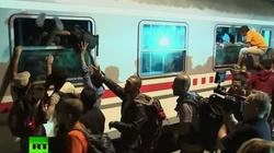TEN FILM MÓWI WSZYSTKO. Ile dzieci i kobiet wsiada do pociągu? - miniaturka