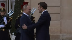 Paryż: Putin przywitany z honorami. Okrzyki: 'zbrodniarz wojenny' - miniaturka
