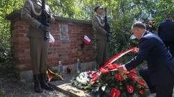 Zamordowani tylko za to, że byli Polakami. Prezydent upamiętnił ofiary Rzezi Woli - miniaturka
