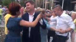 PiS ciężko pracuje, opozycja... tańczy. Chocholi taniec? - miniaturka