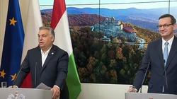 Orban broni Polski: Nikt nie będzie pouczał kraju narodzin Solidarności o praworządności! - miniaturka