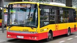 Co tam się dzieje?! Kolejny wypadek autobusu w Warszawie! Zderzył się z osobówką, kierowca w szpitalu - miniaturka