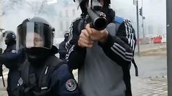 Szokujące! Oto, jak francuska policja traktuje dziennikarza - miniaturka