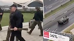 Na co szykuje się Łukaszenka? Przyleciał z karabinem w ręku. Na innym nagraniu widać wozy bojowe - miniaturka