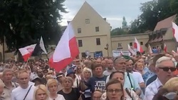 ,,Polska nie chce tęczowej zarazy''. TYSIĄCE Polaków na wiecu poparcia abp. Jędraszewskiego - miniaturka