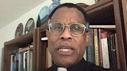 Zgroza! Katolicki ksiądz: pary homoseksualne wychowujące dzieci to ,,święte rodziny'' - miniaturka