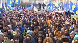 ,,Nie kapitulacji!''. Dziesiątki tysięcy Ukraińców na Majdanie w Kijowie. Określili ,,czerwone linie'' dla Zełenskiego - miniaturka