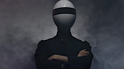 Upiorna maska pozbawi indywidualności. Ludzie jak androidy z science-fiction - miniaturka