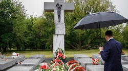 Rocznica krwawej niedzieli. Premier Morawiecki: Nie ma pojednania bez pamięci i prawdy - miniaturka