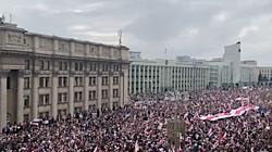 Białorusini nie odpuszczają! Nawet 250 tys. osób na ulicach Mińska - miniaturka