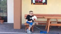 To nagranie podbija sieć! Niezwykła ,,pięćdziesiątka Bońka'' i zaproszenie na mecz dla niepełnosprawnego chłopca - miniaturka