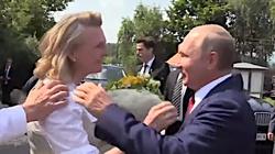Na swoim weselu tańczyła z Putinem. Była szefowa MSZ Austrii właśnie dostała posadę w... Rosniefcie - miniaturka