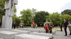 Prezydent oddał hołd ofiarom Rzezi Wołyńskiej. Padły ważne i mocne słowa na temat ekshumacji - miniaturka