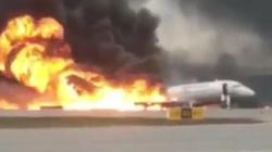 Moskwa: Awaryjne lądowanie samolotu. Nie żyje 41 osób, w tym dwoje dzieci - miniaturka