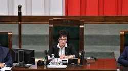 Trzecie czytanie ustaw sądowych. Opozycja wrzeszczy, mocna odpowiedź marszałek Witek - miniaturka