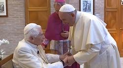 Benedykt XVI: Jest tylko jeden papież i nazywa się Franciszek - miniaturka