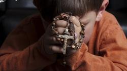 Zakaz modlitwy w szkolenia - to złamanie Konstytucji - miniaturka