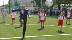 Premier piłkę kopie... - miniaturka