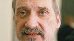 Macierewicz: Są takie ośrodki medialne i polityczne, które chętnie widziałyby mnie na ławie oskarżonych - miniaturka