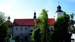 Klasztor z klimą? Pijarzy zapraszają do Hebdowa - miniaturka